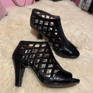 Sofft caged leather shoes